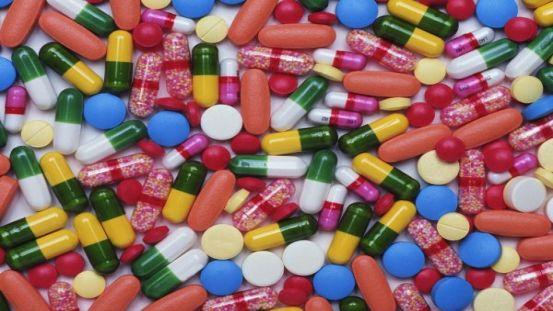 Médicaments : entre 13 000 et 34 000 morts chaque année en France